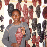 Mascarilla artist with his masks